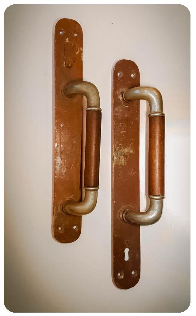Дверные ручки от кв. № 11 дома 1/2 на Солянке. При переезде жители, семья Грозодовых, забрали их с собой